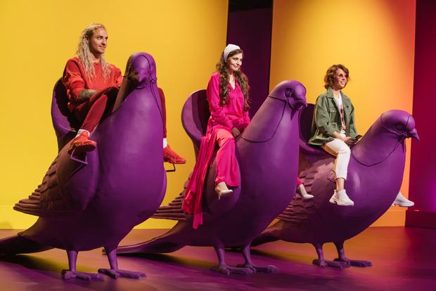Фото №1 - Катя Гершуни и двухметровые голуби в новом fashion-шоу на СТС Love
