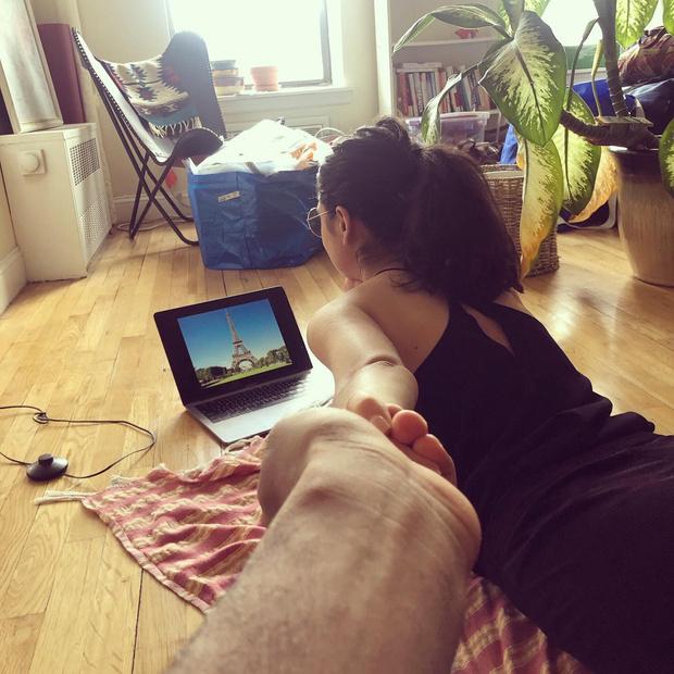 Фото №3 - В Интернете шутят о том, что тревел-блогеры вынуждены делать в карантине