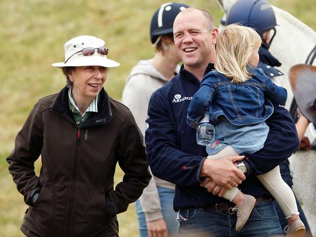 Фото №3 - Детская традиция Виндзоров, которую соблюдают Зара и Майк Тиндоллы (а Меган и Гарри— нет)