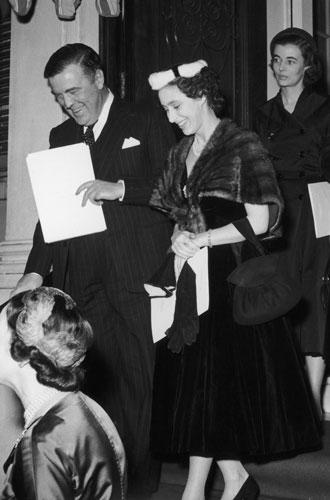 Фото №9 - Дизайнер Елизаветы II: как Норман Хартнелл установил правила королевского стиля