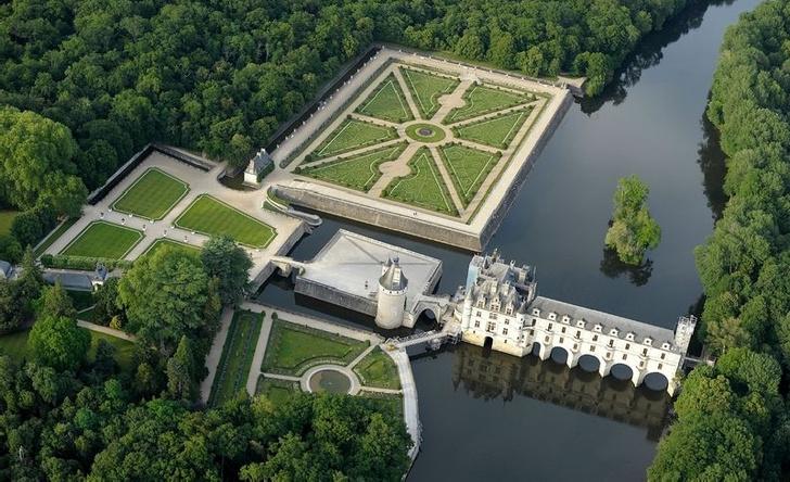 Фото №1 - 5 знаменитых замков Франции