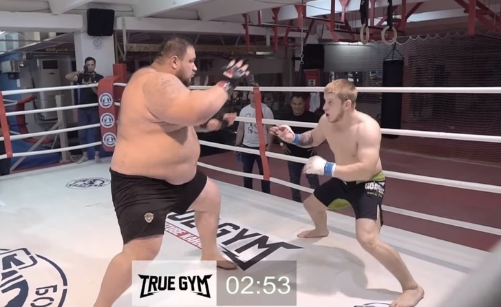 Фото №1 - Бой колосса весом 220 кг и 77-килограммового ушуиста (видео)