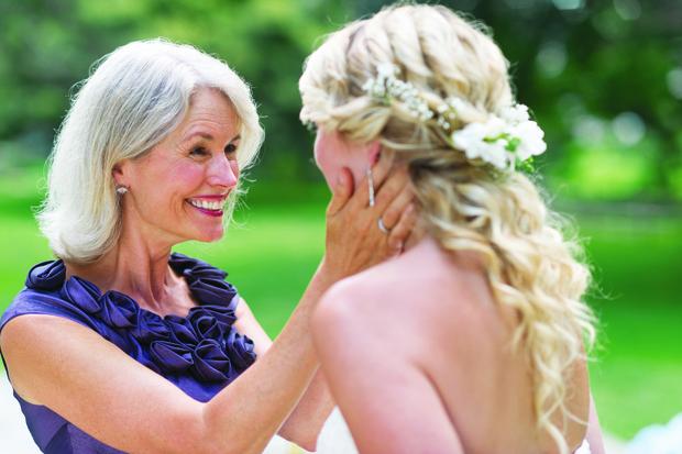 Фото №1 - Как в кино: на свадьбе сына мать узнала в невесте свою давно потерянную дочь