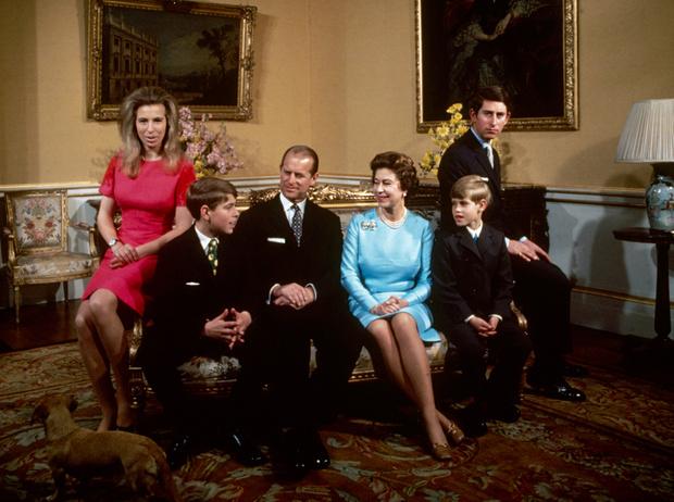 Фото №1 - Какой матерью Елизавета II была для своих детей