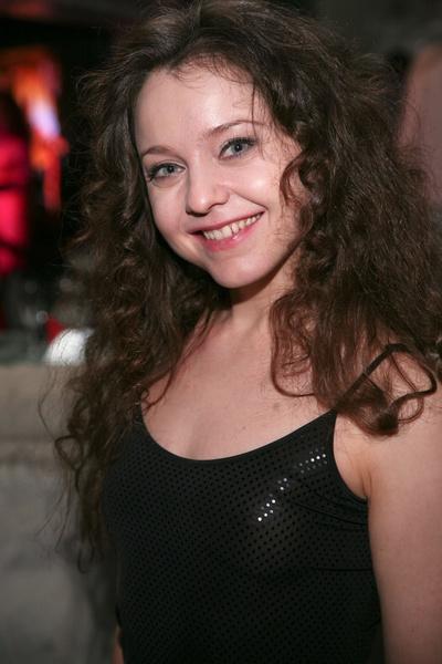 Фото №1 - 42-летняя звезда «СашаТаня» показала фигуру в бикини
