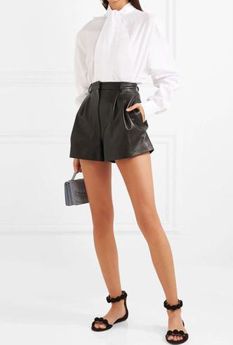 Фото №19 - Босс не будет против: как носить кожаные вещи в офис