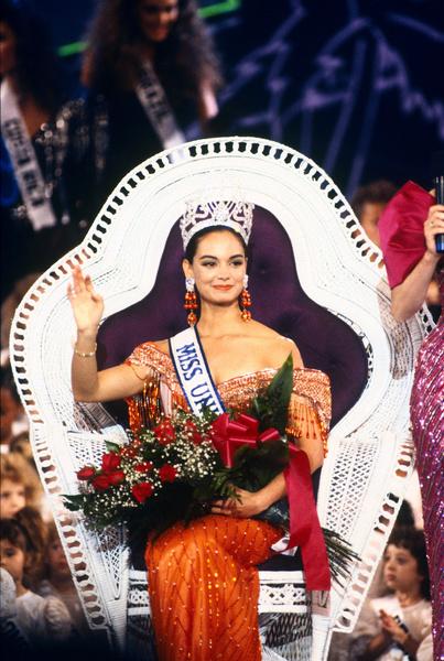 Фото №16 - Лишний вес, политика и скандалы: как сейчас выглядят и чем занимаются королевы красоты XX века