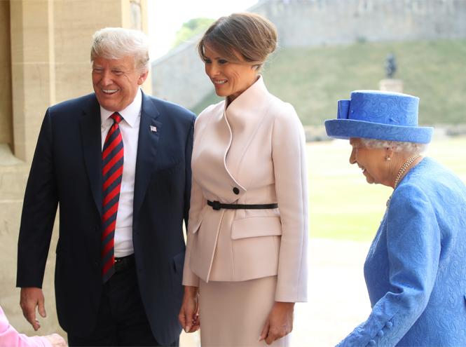 Фото №4 - 10 платьев для офиса, как у Мелании Трамп на встрече с королевской семьей