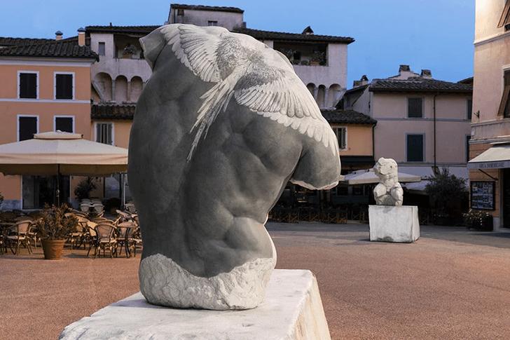 Фото №10 - Скульптуры с татуировками на уличной выставке в Тоскане