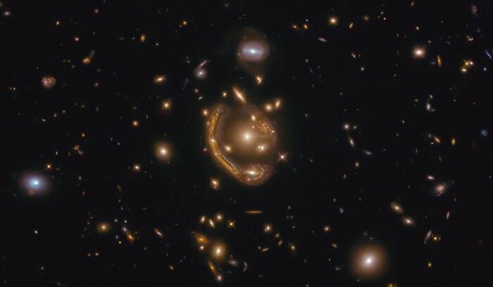 Фото №1 - Телескоп «Хаббл» запечатлел «кольцо Эйнштейна»