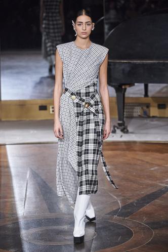Фото №34 - Полный гид по самым модным платьям для осени и зимы 2020/21