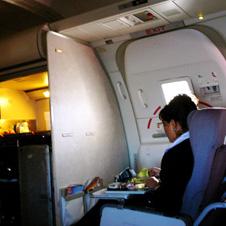 Фото №1 - Как в самолете устроиться с комфортом