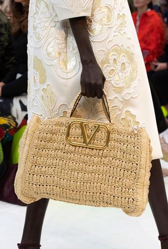 Фото №41 - Самые модные сумки весны и лета 2020