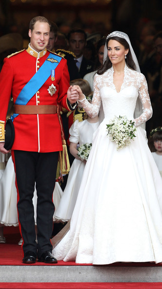 Foto #8 - De la Elisabeta a II-a la Printesa Beatrice: in ce pantofi s-au casatorit printesele