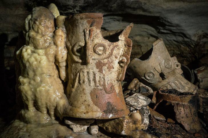 Фото №1 - В Мексике обнаружена древняя пещера с артефактами майя