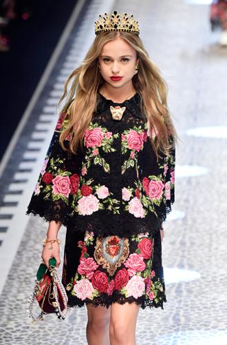 Фото №3 - Голубая кровь на подиуме: наследницы британской короны в показе Dolce & Gabbana