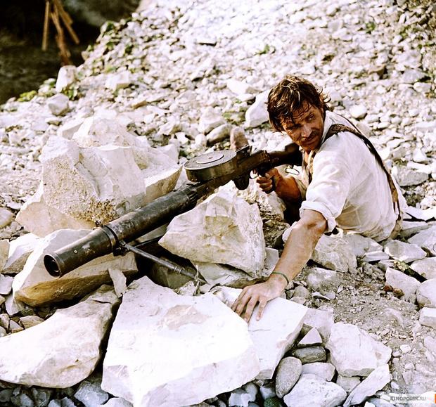 Второй (а может, и первый) по популярности юзер пулемета Льюиса в советском кинематографе — это есаул Брылов ака Никита Михалков. Правда, если честно, этот «Льюис» ненастоящий. Увы, это реплика, сделанная на базе советского ручного пулемета ДП