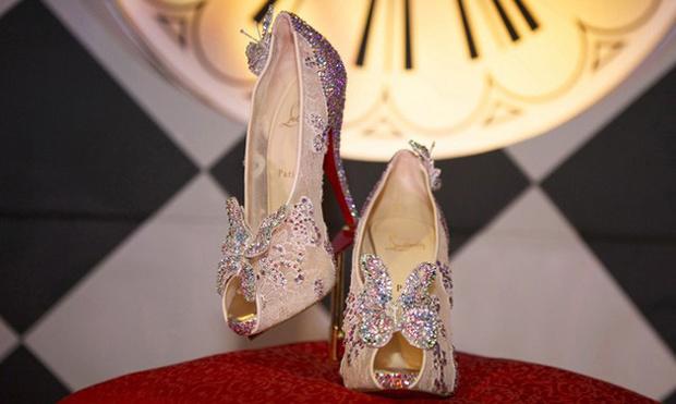 Фото №1 - Воплощение мечты: Кристиан Лубутен создал туфельки для Золушки