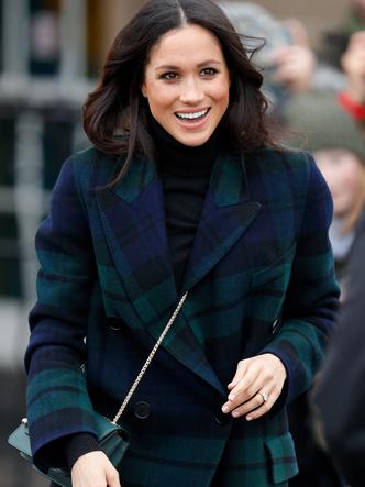Фото №11 - Модный протокол: почему королевские особы носят сумки только в руках