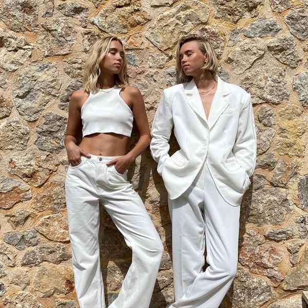 Фото №2 - Как создать модный парный лук с сестрой или подружкой: показывают Лиза и Лена Мантлер