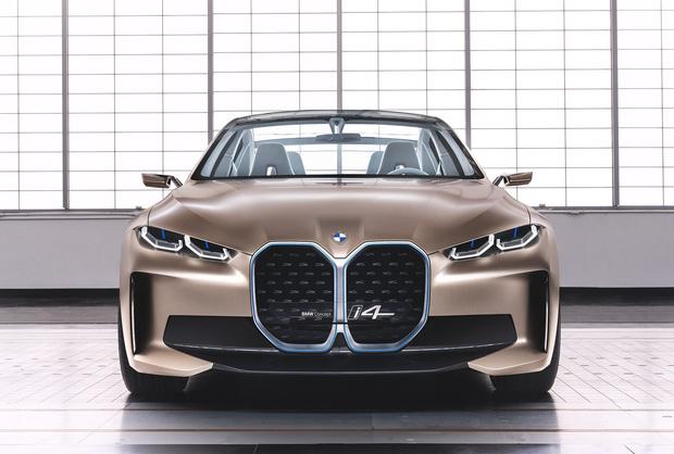 Фото №1 - BMW сменила эмблему