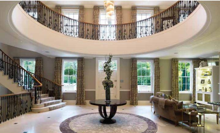 Фото №2 - Богач из России купил в Англии дворец за 2 млрд: фото особняка