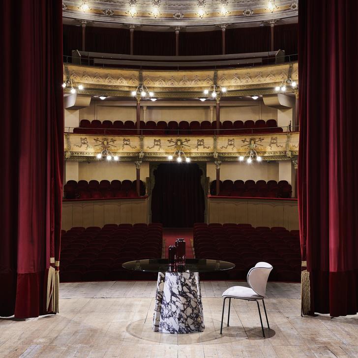Фото №1 - Новые столы Petalo и Elitra от Lithos Design