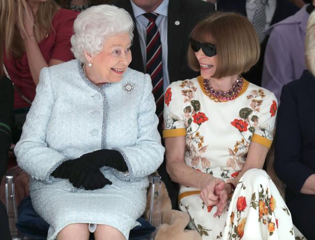 Фото №4 - Герцогиня Камилла стала гостьей Недели моды в Лондоне (и повторила успех Королевы)