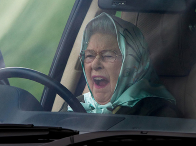 Фото №1 - Крепче за баранку держись, шофер: 90-летняя Елизавета II за рулём