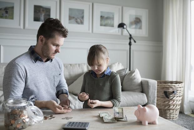 Фото №1 - Карманные расходы: как научить ребенка ценить деньги
