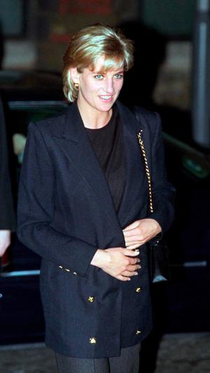 Фото №11 - Королевский кэжуал: как Диана носила объемные пиджаки