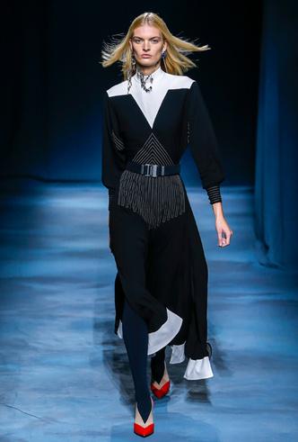 Фото №8 - Фаворит герцогини: что Меган Маркл наденет из новой коллекции Givenchy SS 2019