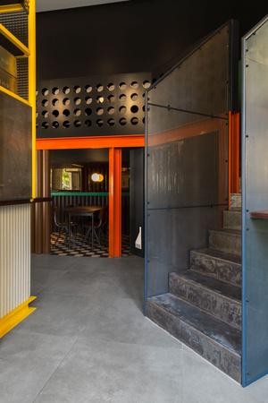 Фото №6 - Яркий бар La Raffinerie в Лионе