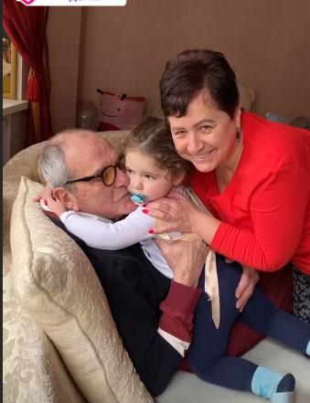 Фото №2 - 80-летний Виторган показал малышку-дочь