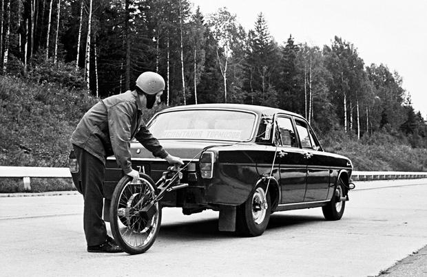 Фото №2 - Почему к автомобилям приделывают колеса от велосипедов