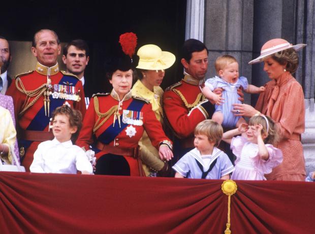 Фото №11 - От Дианы до Кейт Миддлтон: самые яркие «балконные» кадры Trooping The Colour
