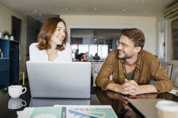 Как понравиться мужчине коллеге по работе, как влюбить в себя мужчину коллегу по работе, психология