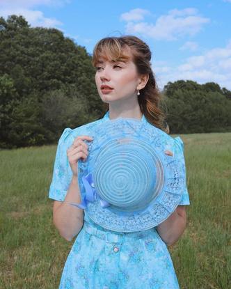 Фото №19 - Самый безмятежный тренд лета: как одеться в стиле коттеджкор