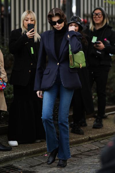 Фото №3 - Какие джинсы носят самые модные девушки этой весной