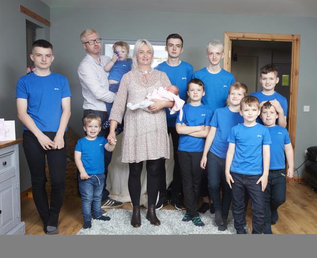 Фото №1 - Женщина родила 10 сыновей подряд и только потом— дочку