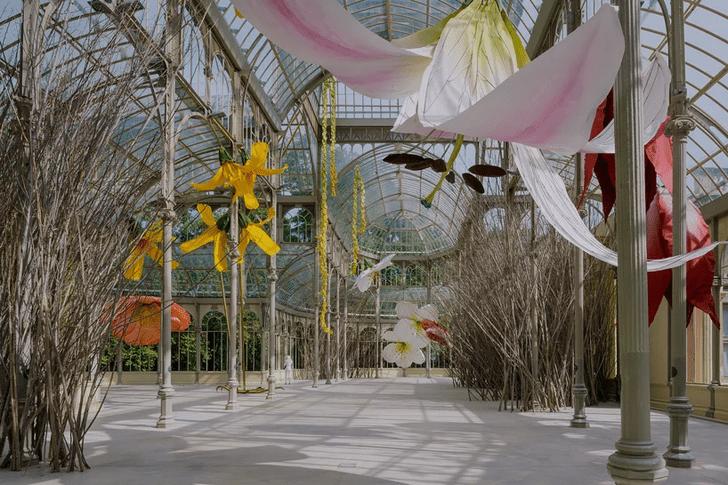 Фото №1 - Язык цветов: инсталляция в Хрустальном дворце в Мадриде