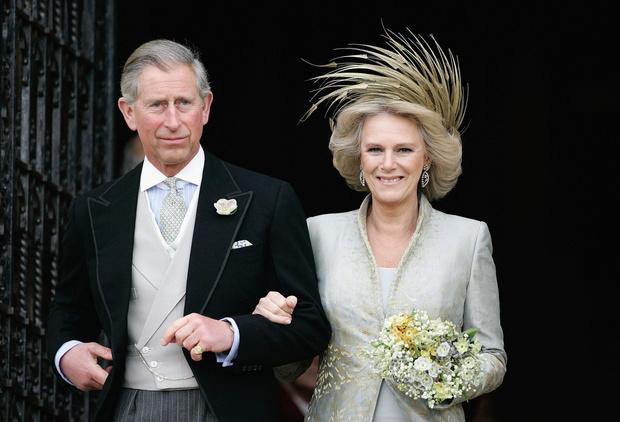 Фото №3 - Герцогиня Эпатаж: самые невероятные шляпы Камиллы