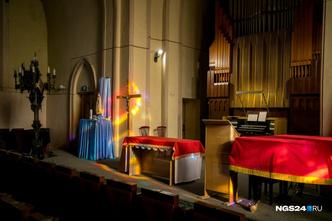 Концертный духовой орган чехословацкого производства был изготовлен с учётом параметров зала