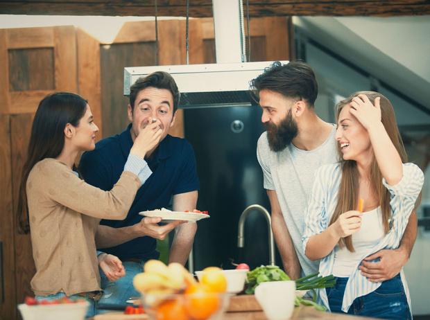 Фото №7 - 5 друзей мужа, которых тайно ненавидят все жены