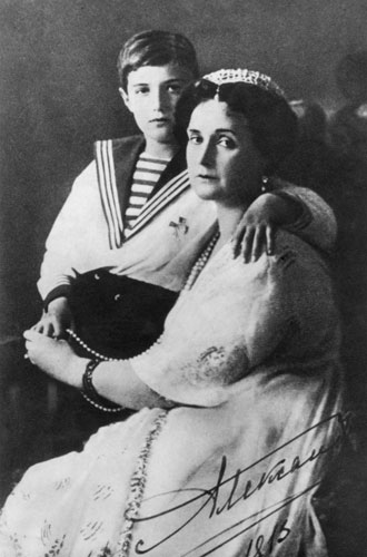 Фото №8 - Королева Виктория, Николай II и Гитлер: как «эффект бабочки» в их жизнях повлиял на ход истории