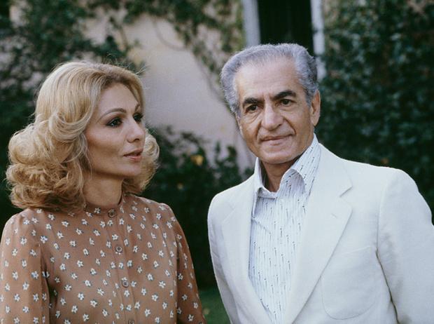 Фото №16 - Последняя императрица Ирана: «Они говорили, если я убью мужа, то смогу вернуться домой»