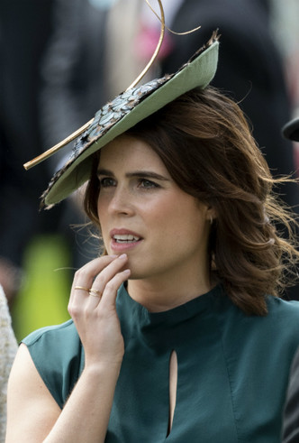 Фото №2 - Тонкий намек: почему поклонники БКС уверены, что принцесса Евгения беременна