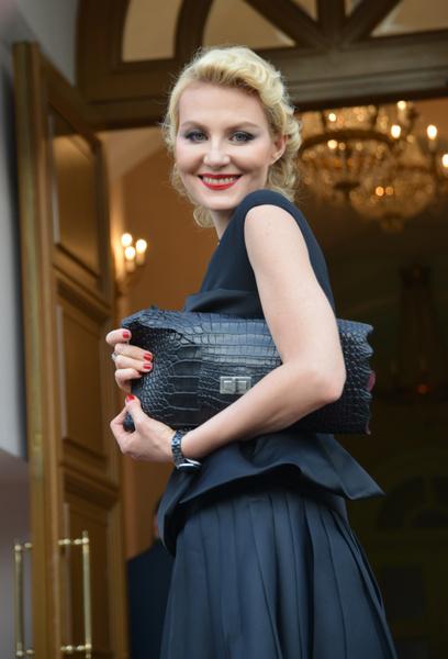 Рената Литвинова показала, как выглядит без макияжа и укладки