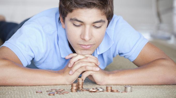 Должен ли взрослый ребенок давать деньги в семью?