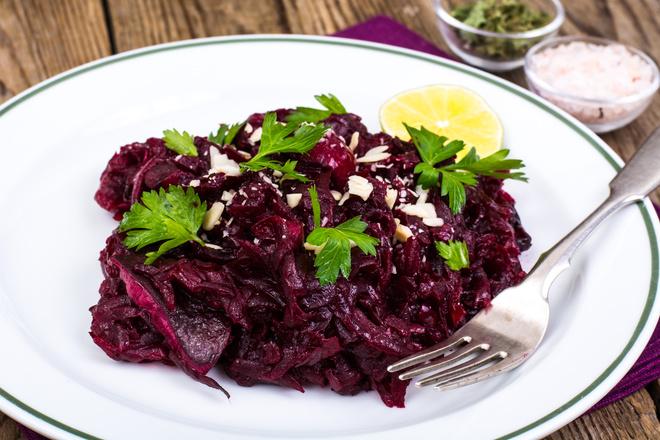 салат с черносливом сыром и орехами
